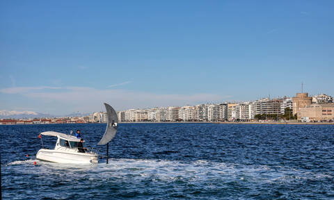 Θεσσαλονίκη: Συναγερμός για 90χρονο που έπεσε στον Θερμαϊκό (pics+vid)