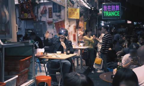 «Χορεύω ακόμα trance»: Ο Skoumas «ξαναχτυπάει» με νέο τραγούδι (vid)