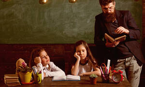 Όταν οι γονείς συγκρούονται με τα παιδιά για τις σχολικές τους επιδόσεις και τους βαθμούς