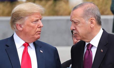 Ο Τραμπ «διαλύει» την Τουρκία: Επιβολή δασμών και «μπλόκο» στο εμπόριο