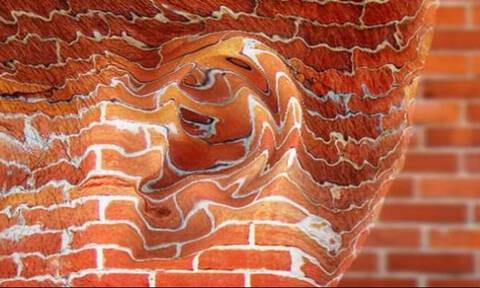 Έχεις ιδέα από πού προέρχεται η φράση «και οι τοίχοι έχουν αφτιά»;