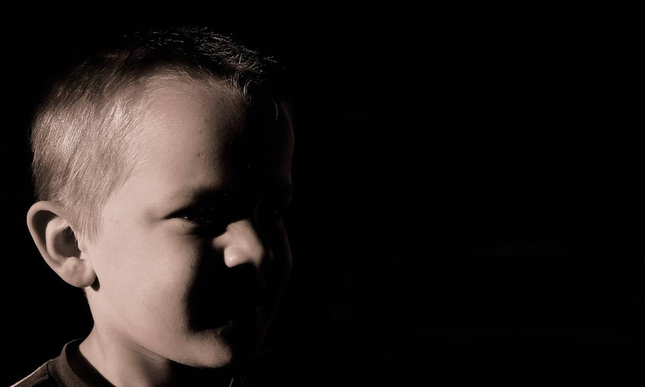 Σοκ στην Ερέτρια: Σύλληψη νεαρού για παιδική πορνογραφία