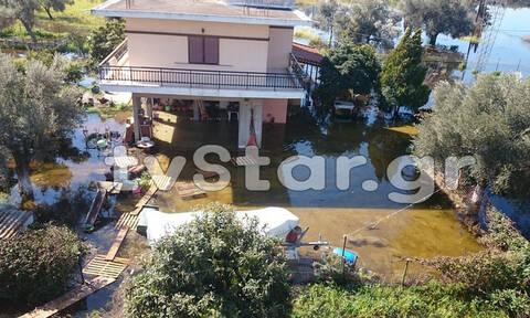 Σε κατάσταση έκτακτης ανάγκης η Χαλκίδα - Κάτοικοι εγκαταλείπουν φοβισμένοι τα σπίτια τους (pics)