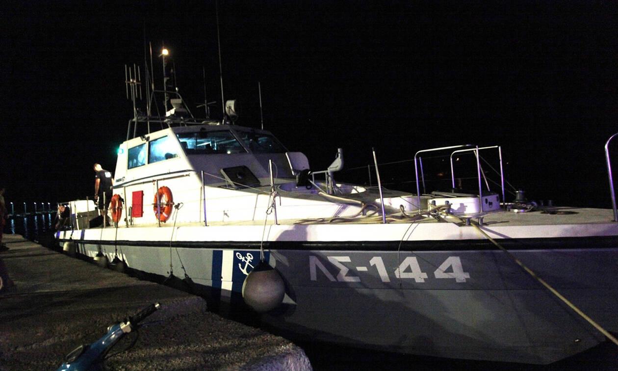 Εντοπίστηκε βόρειοδυτικά της Σάμου το ακυβέρνητο πλοίο με τους μετανάστες