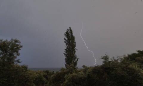 Καιρός: Επί 41 ώρες έβρεχε ασταμάτητα στην Κρήτη - Πάνω από 15.500 οι κεραυνοί! (χάρτες)