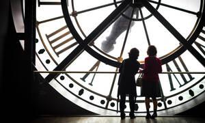 Αλλαγή ώρας: Πότε γυρνάμε τα ρολόγια μας μία ώρα μπροστά - Πότε καταργείται οριστικά