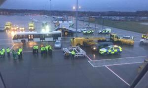 Συναγερμός στο Gatwick: Σε καραντίνα τουλάχιστον 100 επιβάτες αεροσκάφους