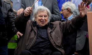 Δύσκολες ώρες για τον Μίκη Θεοδωράκη: Μεταφέρθηκε εσπευσμένα στο νοσοκομείο