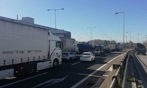 «Κόλαση» η Αθηνών - Λαμίας - Τεράστιο μποτιλιάρισμα λόγω τροχαίου