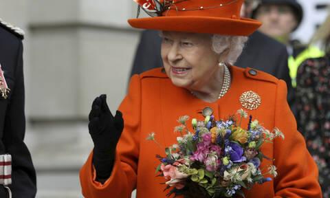 Ε θα τρελαθούμε! Η βασίλισσα Ελισάβετ έκανε κάτι για πρώτη φορά στη ζωή της