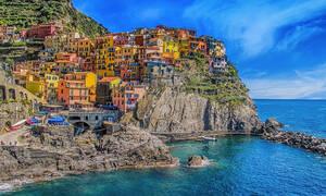 Ιταλία: Τέλος οι τουρίστες με «σαγιονάρες» στα Cinque Terre - 2.500 ευρώ το πρόστιμο! (pics)