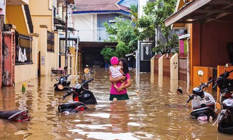 Σφοδρές βροχοπτώσεις σαρώνουν την Ινδονησία: Τουλάχιστον δύο νεκροί και έξι αγνοούμενοι