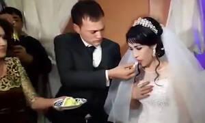 Σάλος: Γαμπρός χαστούκισε τη νύφη επειδή… του έκανε αστείο (vid)