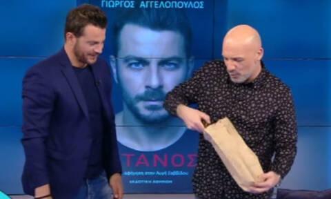 Χαμός on air: Έπαθε ΣΟΚ ο Μουτσινάς όταν είδε τι δώρο του πήρε ο Ντάνος (pics)