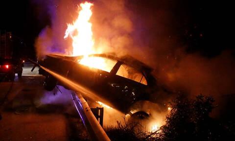 Τρόμος στην Αθηνών – Λαμίας: Αυτοκίνητο με μπουκάλες υγραερίου τυλίχθηκε στις φλόγες (vid)