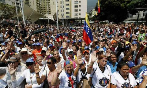 Χάος στη Βενεζουέλα: Διαδηλώσεις υπέρ και κατά της κυβέρνησης εν μέσω... μπλακ-άουτ
