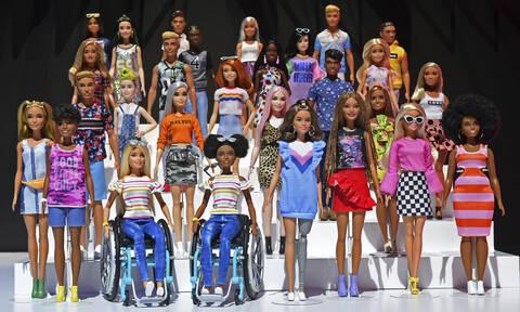 Η Barbie έγινε 60 ετών και είναι πιο «νέα» από ποτέ! (pics&vid)