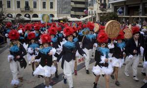 «Πατρινό καρναβάλι για πάντα»: Δείτε εδώ τη φαντασμαγορική νυχτερινή παρέλαση (pics+vid)