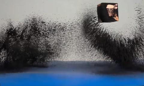 Εντυπωσιακό βίντεο: Ρινίσματα σιδήρου «στροβιλίζονται» γύρω από έναν μαγνήτη