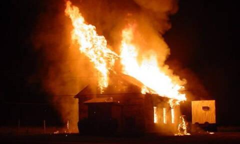 Σύγχρονο θαύμα; Φωτιά έκαψε ολοσχερώς εκκλησία - Δείτε τι έμεινε άθικτο