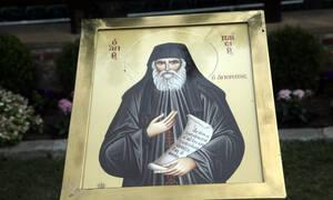 «Ο Άγιος Παϊσιος με έβγαλε από την κόλαση που ζούσα» (vid)