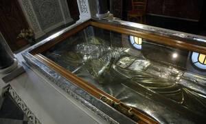 Θαυμαστή επέμβαση του Αγίου Νεκταρίου σε καρκινοπαθή (vid)
