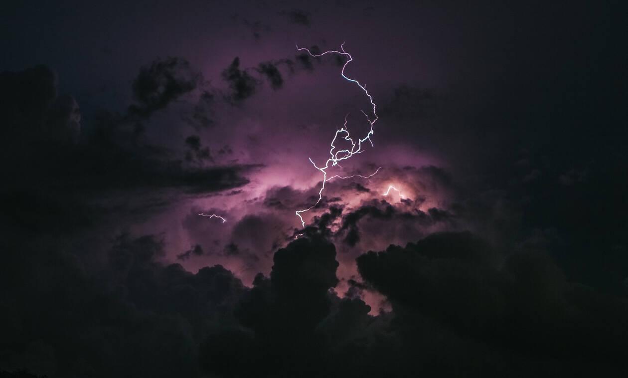 Έκτακτο δελτίο ΕΜΥ: Αυτές τις περιοχές θα σαρώσουν ισχυρές καταιγίδες