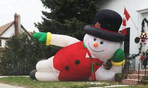 Φρίκη στο φανάρι: Τον άκουσε να τραγουδά Χριστουγεννιάτικα τον Μάρτιο και τον… έπνιξε