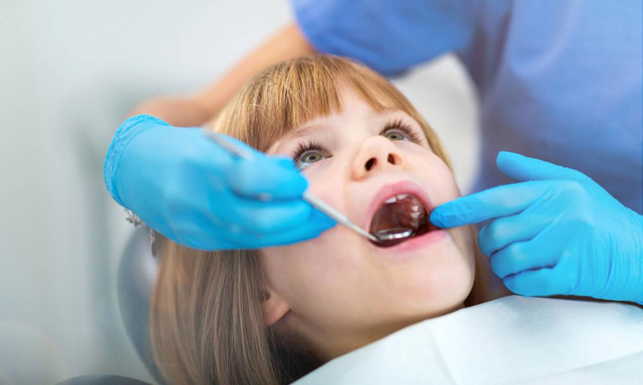 Νέα τροπολογία ΕΟΠΥΥ για την παιδιατρική οδοντιατρική φροντίδα: Τι καλύπτεται και τι όχι