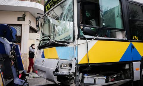 Απίστευτες εικόνες: Σφοδρή σύγκρουση λεωφορείων στο Αιγάλεω - 11 τραυματίες