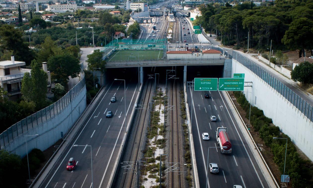 Κακοκαιρία: Τροχαίο με νταλίκα στην Αττική Οδό - Έκλεισαν τρεις λωρίδες