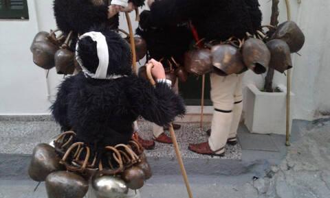 Οι κουδουνάδες έδωσαν ρυθμό και ελληνική «ταυτότητα» στο καρναβάλι της Σκύρου