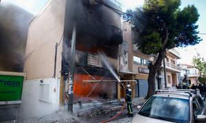 Μεγάλη φωτιά σε κατάστημα παιχνιδιών στο Χαλάνδρι (pics)