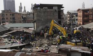 Νιγηρία: Οχτώ νεκροί από την κατάρρευση του κτηρίου στο Λάγος (pics+vid)