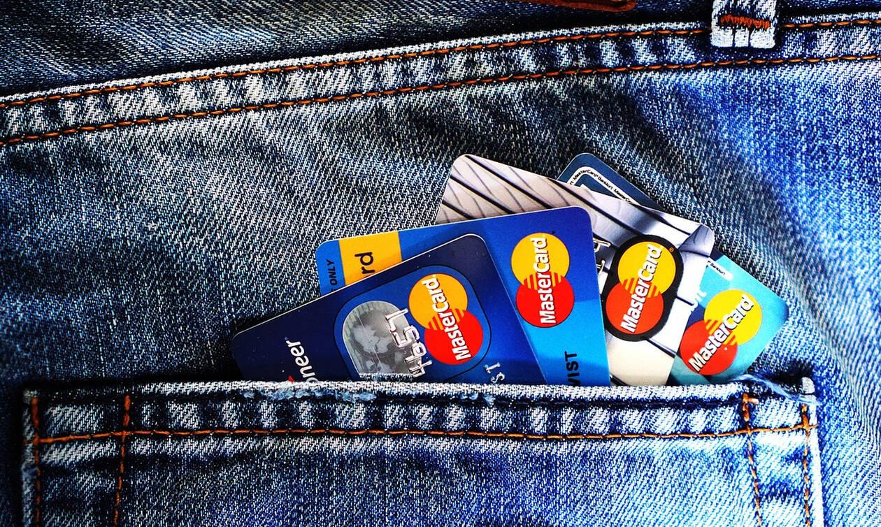 Σύρος: Έβλεπαν τα λεφτά στην τράπεζα να μειώνονται – Η αλήθεια που τους ΣΟΚΑΡΕ