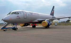 Летевший в Грецию SSJ100 вернулся в Москву из-за проблем с лобовым стеклом