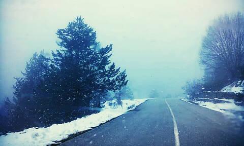Καιρός: Χιόνια στα ορεινά των Τρικάλων
