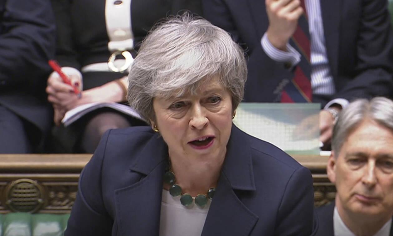 «Θρίλερ» στη Βρετανία: Οι βουλευτές ψήφισαν υπέρ της αναβολής του Brexit
