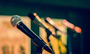Βίντεο - σοκ: Η στιγμή που τραγουδιστής πέφτει από τη σκηνή - Νοσηλεύεται σε τεχνητό κώμα