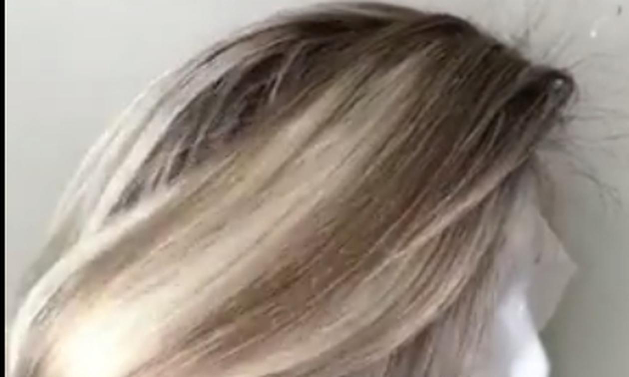 Πήρε μια κούκλα κι άρχισε να επεξεργάζεται τα μαλλιά της! Θα πάθετε πλάκα με το αποτέλεσμα (video)