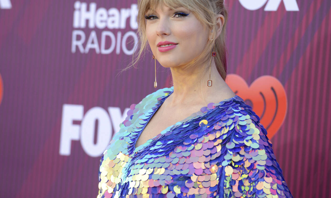 Λατρέψαμε το ολόσωμο σορτς της Taylor Swift και δεν φαντάζεσαι πόσο κοστίζει