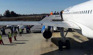 Το ήξερες; Γιατί η επιβίβαση στα αεροπλάνα γίνεται ΠΑΝΤΑ από τα αριστερά;