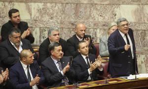 Επεισόδιο στη Βουλή με βουλευτές της Χρυσής Αυγής (video)