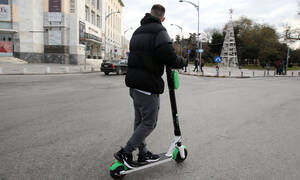 Θεσσαλονίκη: Το πρώτο τροχαίο με ηλεκτρικό πατίνι – Τραυματίστηκε 16χρονος