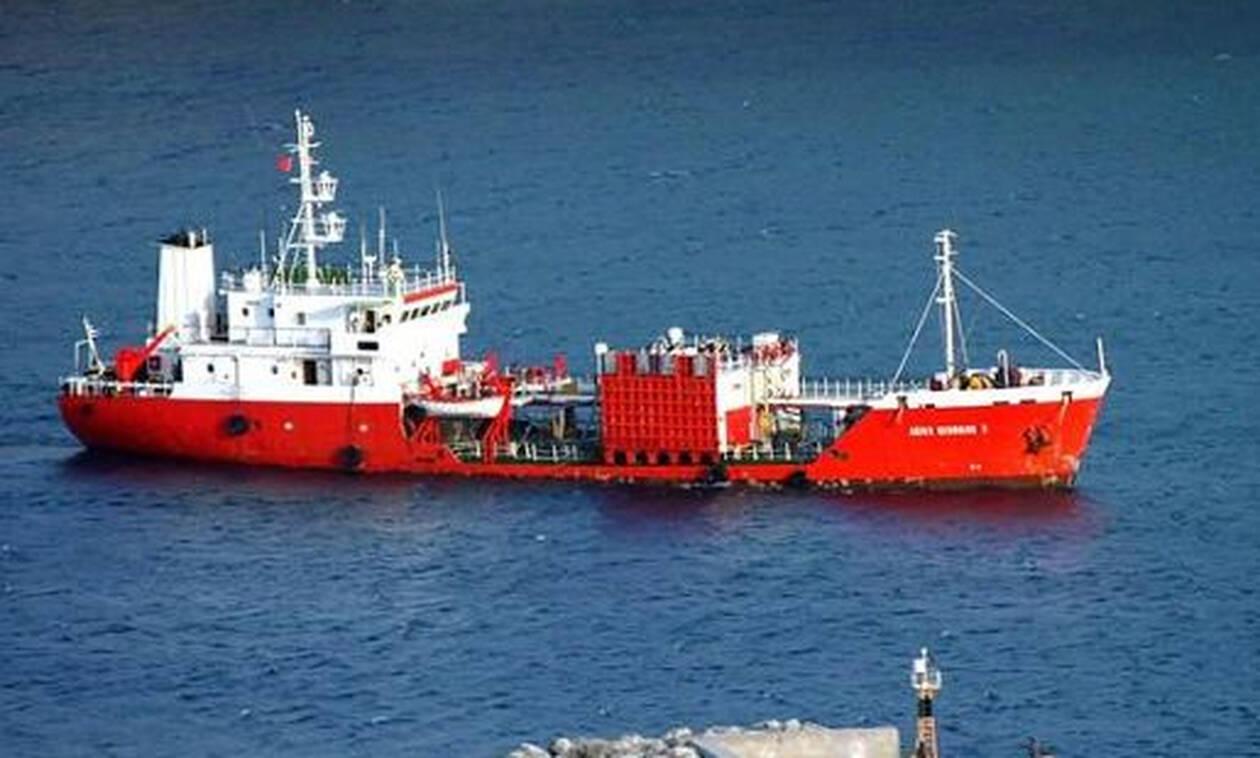 Θρίλερ στην Άνδρο: Προσάραξε δεξαμενόπλοιο με τόνους πετρέλαιο