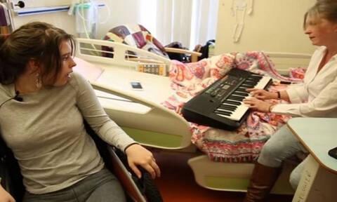 Ξύπνησε από το κώμα μόλις άκουσε την μητέρα της να παίζει πιάνο! (video)