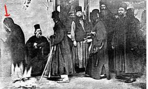 Η Παναγία εμφανίστηκε στο Άγιον Όρος και τη φωτογράφισαν