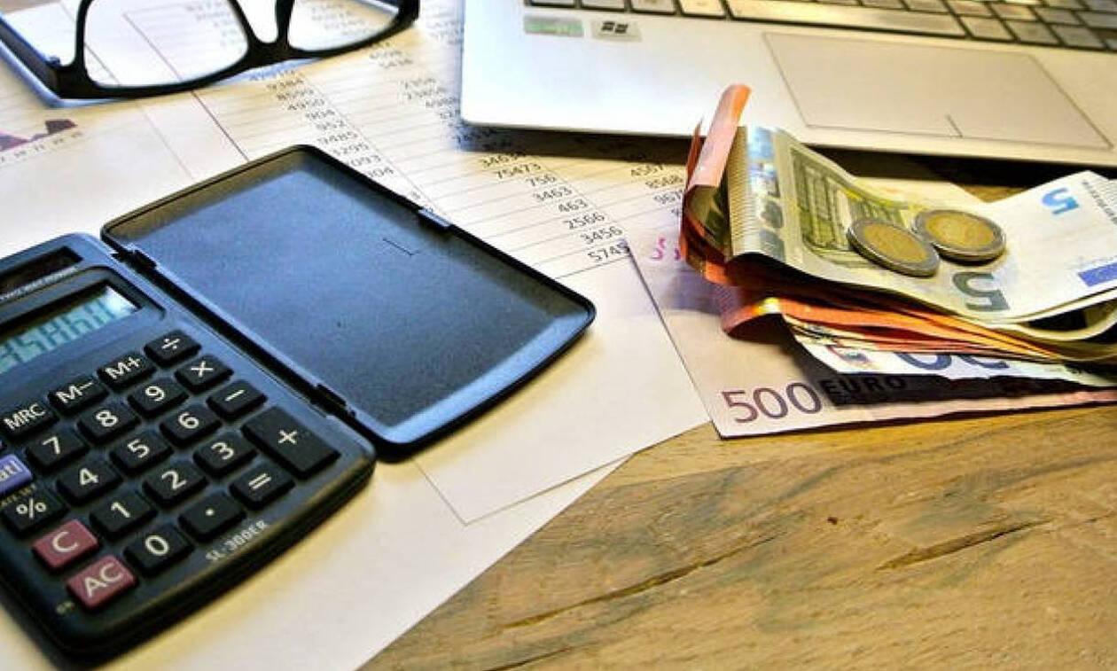 Μπλοκάκια: Τι ισχύει με τις εισφορές για όσους έχουν δύο δουλειές