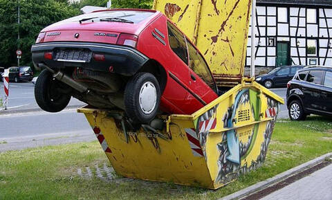 «Έλα να δεις τι έκανες!»: Αυτά είναι τα πιο αστεία παρκαρίσματα που κατέγραψε ποτέ κάμερα (Pics+Vid)