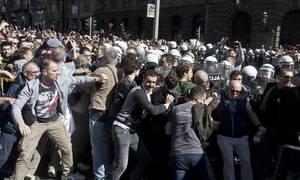 Σερβία - Δραματικές εξελίξεις: Χιλιάδες διαδηλωτές κρατούν «όμηρο» τον Βούτσιτς στο προεδρικό μέγαρο